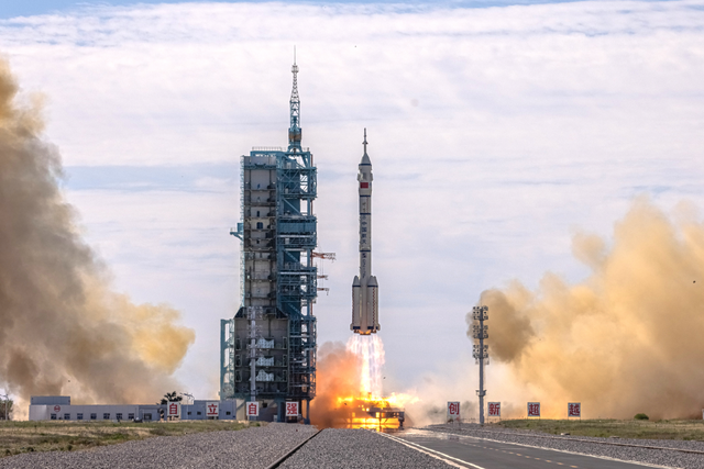"""碳纤维材料操纵棒是航天员手臂""""延长器"""""""